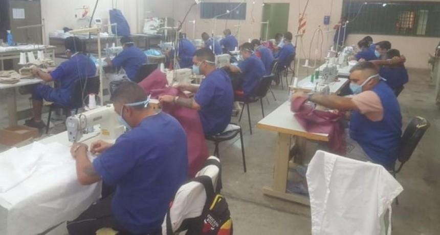 Internos de Cruz del Eje y Bouwer fabrican barbijos